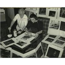 1940 Press Photo Albany, NY Art Institute staff prepare photos for exhibition