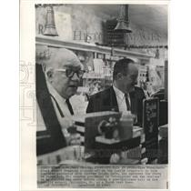 1964 Press Photo Vice President Humphrey and brother Ralph at family business