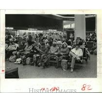 1981 Press Photo Travelers wait for flights at Houston Intercontinental Airport