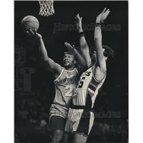 1985 Press Photo Cleveland Cavaliers - World B. Free and Randy Breuer, Milwaukee