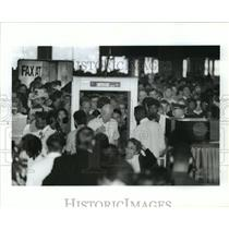 1991 Press Photo Passengers go through security at IAH airport in Houston