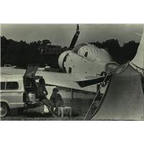 1983 Press Photo Couple camps near planes on display at Wittman Field, Oshkosh