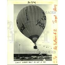 1984 Press Photo A large Yoplait hot air balloon flies at Schwegmann's Bros.