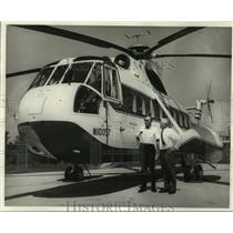 Press Photo Petroleum Helicopters president, vice president inspect a helicopter