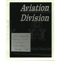 1987 Press Photo Sign posted on door of Galveston's Airport-Legionnaires