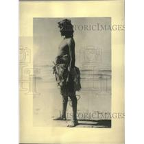 1934 Press Photo Native American Seris in cotton clothing stands in the desert