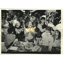 1993 Press Photo Brownie Troop 422 at the Girl Scout Cookie Concoction Contest