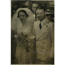 1984 Press Photo Mr. and Mrs. Douglas Carrigan at their wedding - saa06261