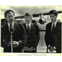 1985 Press Photo Bob Krueger, Governor Mark White and Mayor Henry Cisneros speak