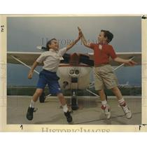1991 Press Photo Daniel and Michael Shanklin Child Pilots at San Antonio Airport