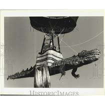 1995 Press Photo Balloonist Earl Miller Lifts Off From Bayou St. John