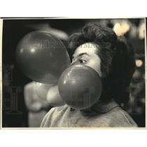 """1991 Press Photo Woman inflates balloons, """"America's Funniest People,"""" Milwaukee"""