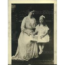 1914 Press Photo Queen Wilhelm of Holland with her three year old daughter