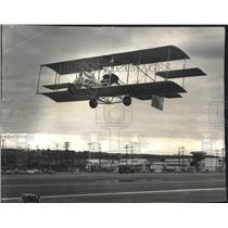 1967 Press Photo Pete Bowers flies homemade Biplane at Powder Puff Derby