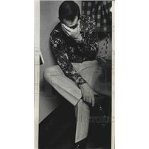 1976 Press Photo Dejected Milwaukee Bucks basketball coach, Larry Costello