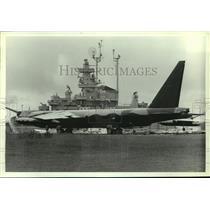 1985 Press Photo B-52 Bomber Airplane & USS Alabama on display, Alabama