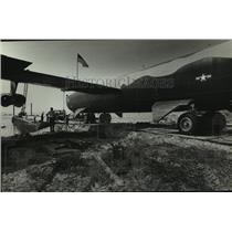 1985 Press Photo B-52 Bomber airplane being transported, Alabama - amra03710