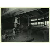 1986 Press Photo Worker in Construction Area at New Airport, Alabama - amra06314