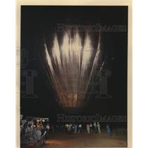 1988 Press Photo Hot Air Balloon Crew members Inflate Balloon - saa18956
