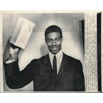 1960 Press Photo Oscar Robertson waves signed contract with Cincinnati Royals.