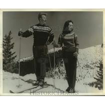 1966 Press Photo Skiers at the Santa Fe Ski Basin in New Mexico - hcx37300
