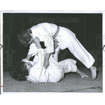 1958 Press Photo Janie Fancher Charmen Vega Jim Jitsu - RRV98637