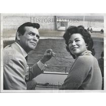 1959 Press Photo David Janssen Richard Diamond Wife - RRV45623
