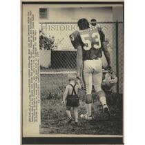 1975 Press Photo Bob Matheson Miami Dolphin Father Son - RRV62285