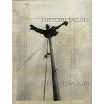 19090 Press Photo Shiprock Eelly latest world's record - RRW72819
