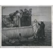 "1913 Press Photo Painting ""The Sea"" By Artist Henry Koerner At Midtown Galleries"