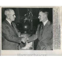 1947 Press Photo President Truman Awards Aviation Trophy To Lewis A. Rodert