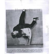 1963 Press Photo Kenny Shinizu Dave Arnold Canada US - RRU11839