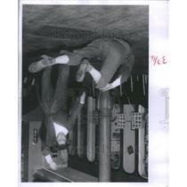 1963 Press Photo Swinging Judo Throws Martial Art Form - RRU11847