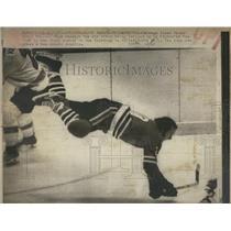 1975 Press Black Hawks Bobby Sheehan N Air after Tripped By Ed Van Impe-Flyers
