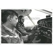 1979 Press Photo Eliot Wald Comedy Writer Controls Airplane Learning Fly Midway