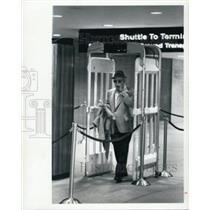 1976 Press Photo Tampa Florida International Airport Security Scan - XXB09379