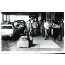 1985 Press Photo Holiday Passengers at Tampa International Airport - XXB09009