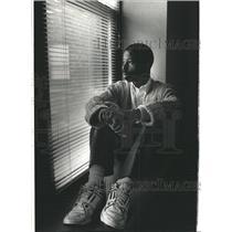 1990 Press Photo Douglas Coaston Hara Airport shelter - RRW40389