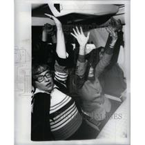 1979 Press Photo Frighteneed Flyers class on plane ride - RRX31529