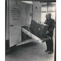 1972 Press Photo O'Hare Field Passenger Security TWA - RRU80609