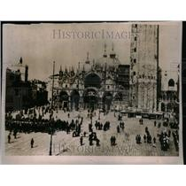 1918 Press Photo Going Churches - RRU23085