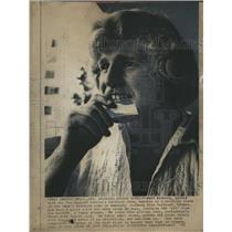 1972 Press Photo Jeff Kolberg New England Patriots munching - RSH36235
