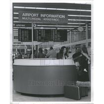 1975 Press Photo Information Booth O'Hare Airport - RRU80531