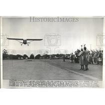1949 Press Photo Fliers Dick Riedel Bill Barris Wives - RRV43621