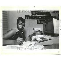 1983 Photo United And American Airline Travel Agent - RRV67075