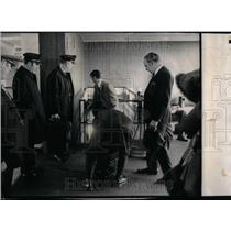 1972 Press Photo TWA Crew O'Hare Airport Baggage Check - RRU88655