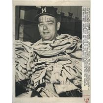 1961 Press Photo Dave Pursley unpack trunks. - RSH40401