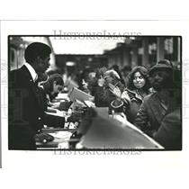 1978 Press Photo Woman Walks Away Flight Cancelled - RRV43983