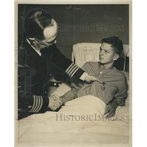 1951 Press Photo Young Hero Van Hite Thompson awarded a Purple Heart.