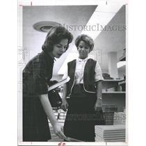 1963 Press Photo Pilot Linda Bond (center) - RSH70863